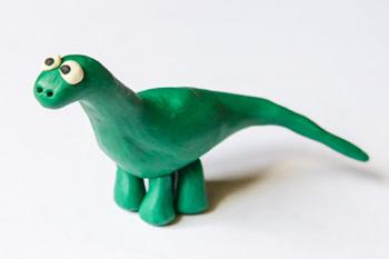 Динозаврик из пластилина