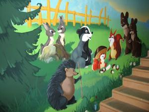 Сказочные персонажи на стенах