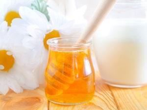 Молоко с медом от вредной привычки грызть ногти