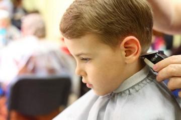 Подстригание ребенка машинкой