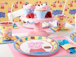 Яркая посуда на детский день рождения