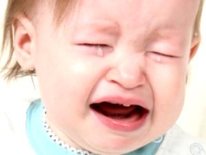 Плач из-за прорезания зубок