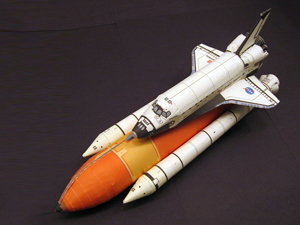 Бумажный самолет с ракетой
