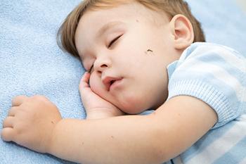 Ребенок и комары
