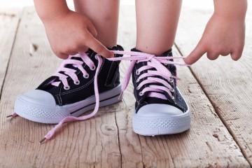 Научить ребенка завязывать шнурки