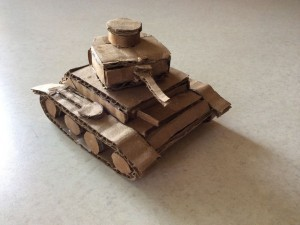 Готовая простая модель танка из картона