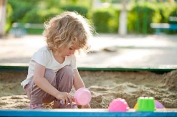 Самодельная песочница для ребенка