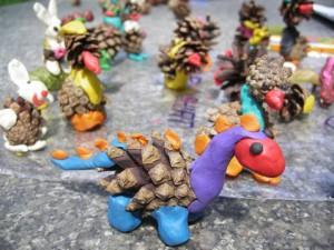 Разнообразие поделок из шишек и пластилина