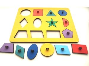 Рамка с вкладышами в виде цветных геометрических фигур