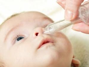 Чистка носа у ребенка апиратором